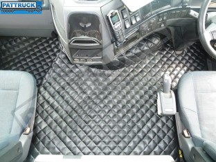 TRUCK ECO LEATHER FLOOR MATS SET-BLACK, COMPATIBLE WITH VOLVO FH3 2009-2013 AUTOMATIC-FOLDING PASSENGER SEAT