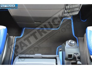 VELOUR FLOOR MATS SET-BLACK WITH BLUE TRIM FIT MAN TGX - TILL 67 PLATE